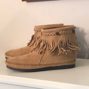 Minnetonka Light Brown Suede Boots - Size 9